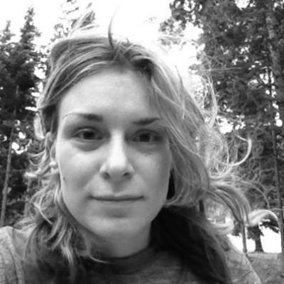 Laura Kozak Headshot